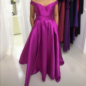 Beautiful gown.Made in Portugal.Only worn once.